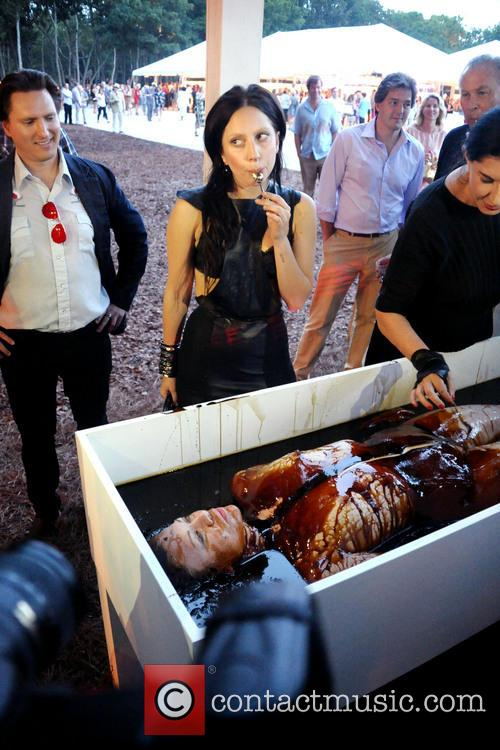 Pizzagate: Lady Gaga with bloodied spoon over corpse